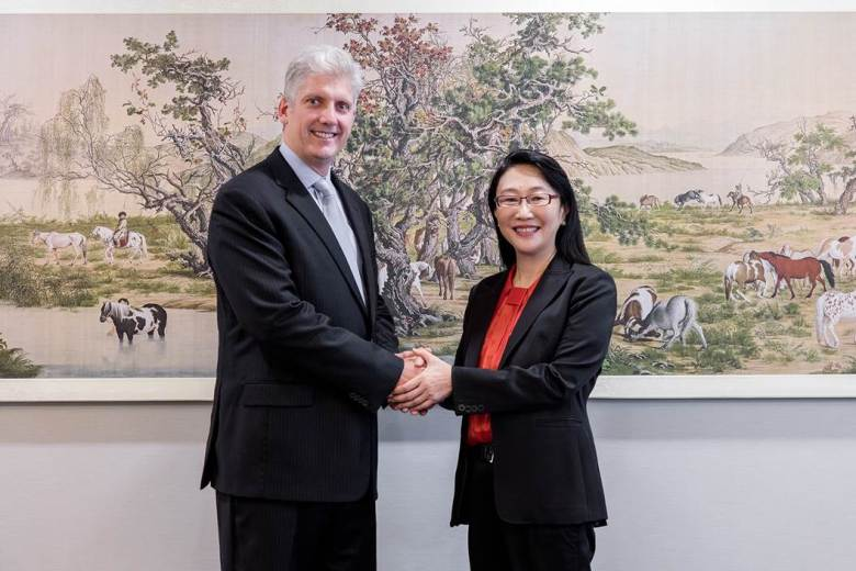 (L-R) - Cher Wang, Chairwoman and CEO of HTC and Rick Osterloh, SVP of Hardware for Google