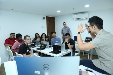 Jason Goh, Founder of Popmetive sharing ideas with participants